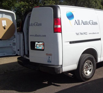 Mobile Auto Glass Replacement in Anoka County, MN